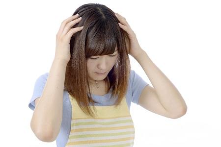 頭皮ニキビによる頭皮の痛みの原因と対策