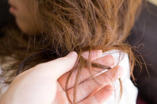 女性のダメージヘア