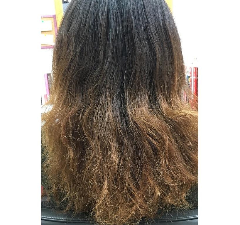 女性のダメージヘア1