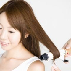 巻きすぎた髪の自然な直し方