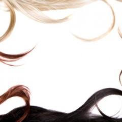 天然パーマでもきれいなまとまりのある巻き髪を作るコツ
