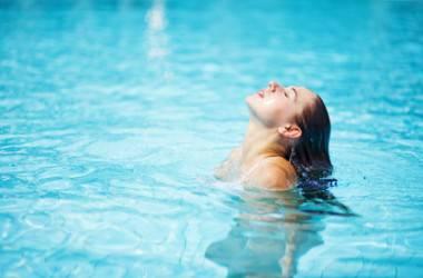 プールの後の簡単ヘアケアでパサつき防止