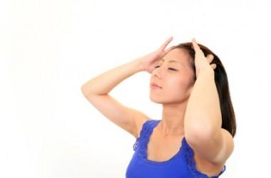 頭皮をマッサージしてお肌をリフトアップ