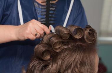 最も痛みの少ないパーマは?パーマによる髪の傷みの原因とヘアケアをご紹介!
