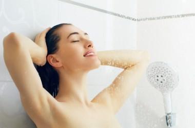 髪は毎日洗わない方がいいってほんと?