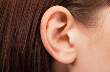 耳に髪の毛が入るのは実はとても危険!