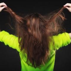 分け目から飛び出る短い毛の正体
