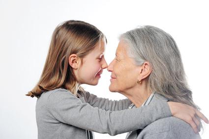 あ20~40代の髪質変化についてEnkelin und Oma schauen sich an