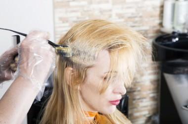 ブリーチしすぎると髪が溶けるって本当?