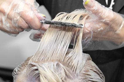 へアマニキュアで染めた髪にヘアカラーを使用できる?