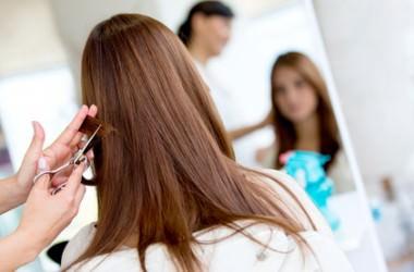 髪専用以外のはさみで切ると髪は傷む?