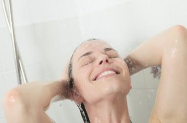 頭皮のデトックス。毛穴をきれいに保つ毎日のケア法