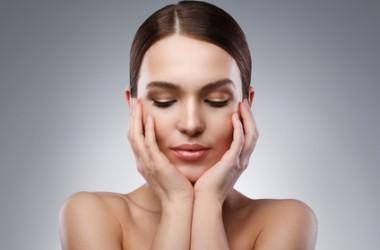 顔のたるみを頭皮から改善