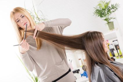 髪を梳くと傷むの?