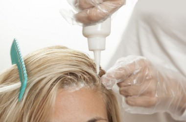 カラーリング剤が頭皮に付いたときの対処法