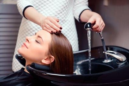 美容室に行く前は髪を洗った方がいいの?