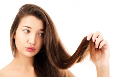 髪の量が多い人は、どうすればボリュームダウンできる?