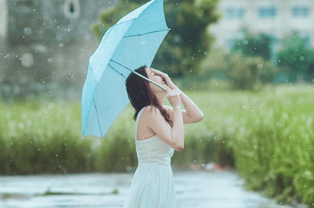 雨でもツヤ髪をキープする!雨の日にすべきヘアケア♪