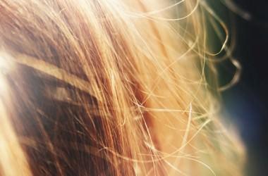 冬の乾燥で髪が老化する?