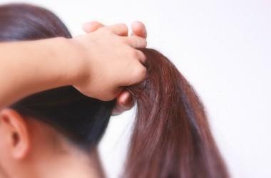 髪を結ぶと刺激で早く伸びるって本当?
