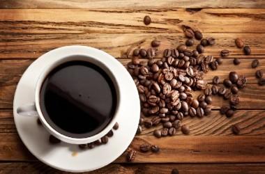 コーヒーの飲み過ぎは若白髪の原因?!