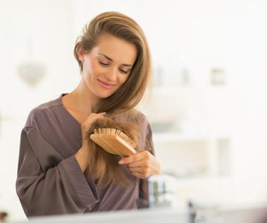 男女ともに効果的!髪の毛を早く伸ばす方法