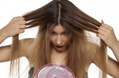 前髪・生え際が割れるのは薄毛のサイン?