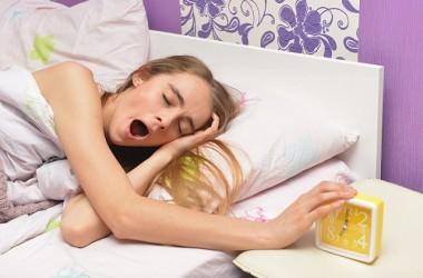 寝不足注意!睡眠時間と白髪の関係