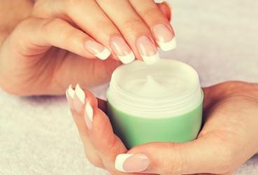 顔に使うクリームと髪に使うクリームはどう違うの?