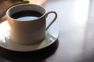 髪のために飲むならどっち?コーヒーVS紅茶