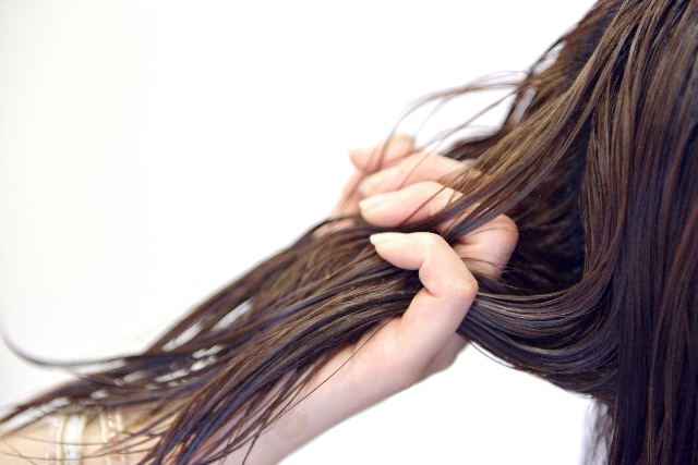 乾燥対策!髪の保湿方法まとめ」