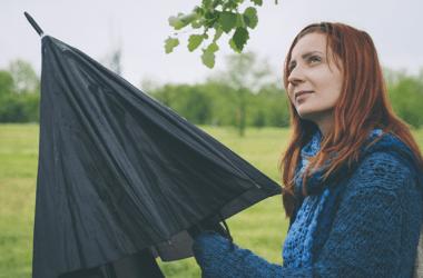 酸性雨が髪に及ぼす影響って?