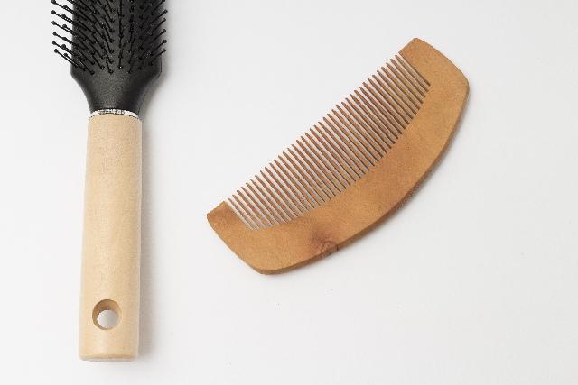 髪を梳かすときにまずはじめにやるべきこととは