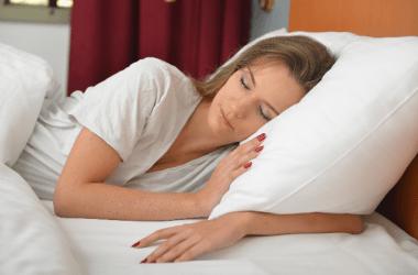 睡眠不足がリバウンドにつながる?入眠を良くする二つの事