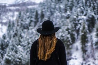 雪が髪に与える影響とは