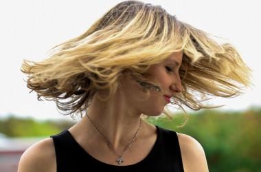 カラー・パーマによる抜け毛・薄毛の原因と対処法とは? ヘアケア講座
