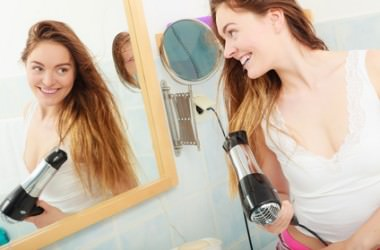 髪にダメージを与えないブローの仕方