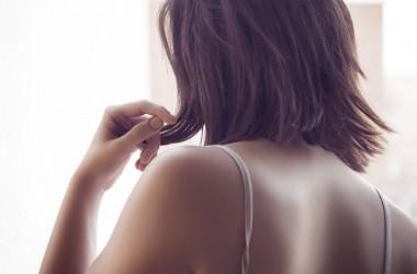 なぜかハネる…部分的なくせ毛の原因は?
