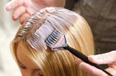 フルカラーとリタッチでは髪のダメージの大きさが違う?