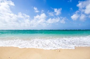 海の塩分は髪にダメージを与える?