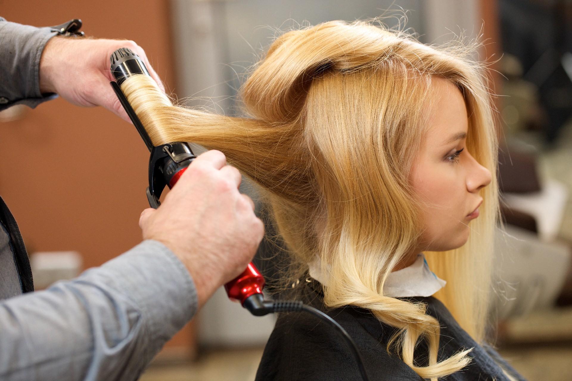 アイロンを使うと髪が固くなるのはなぜ?