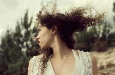 遺伝のクセ毛は治ることはないの?