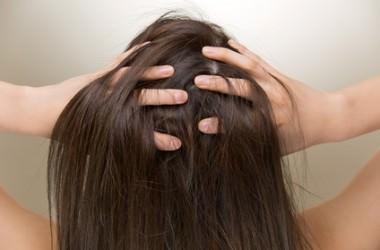 頭皮のかゆみは白髪が生える前兆?