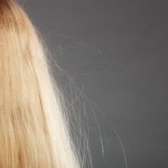 間違ったタオルドライで髪はダメージを受ける?