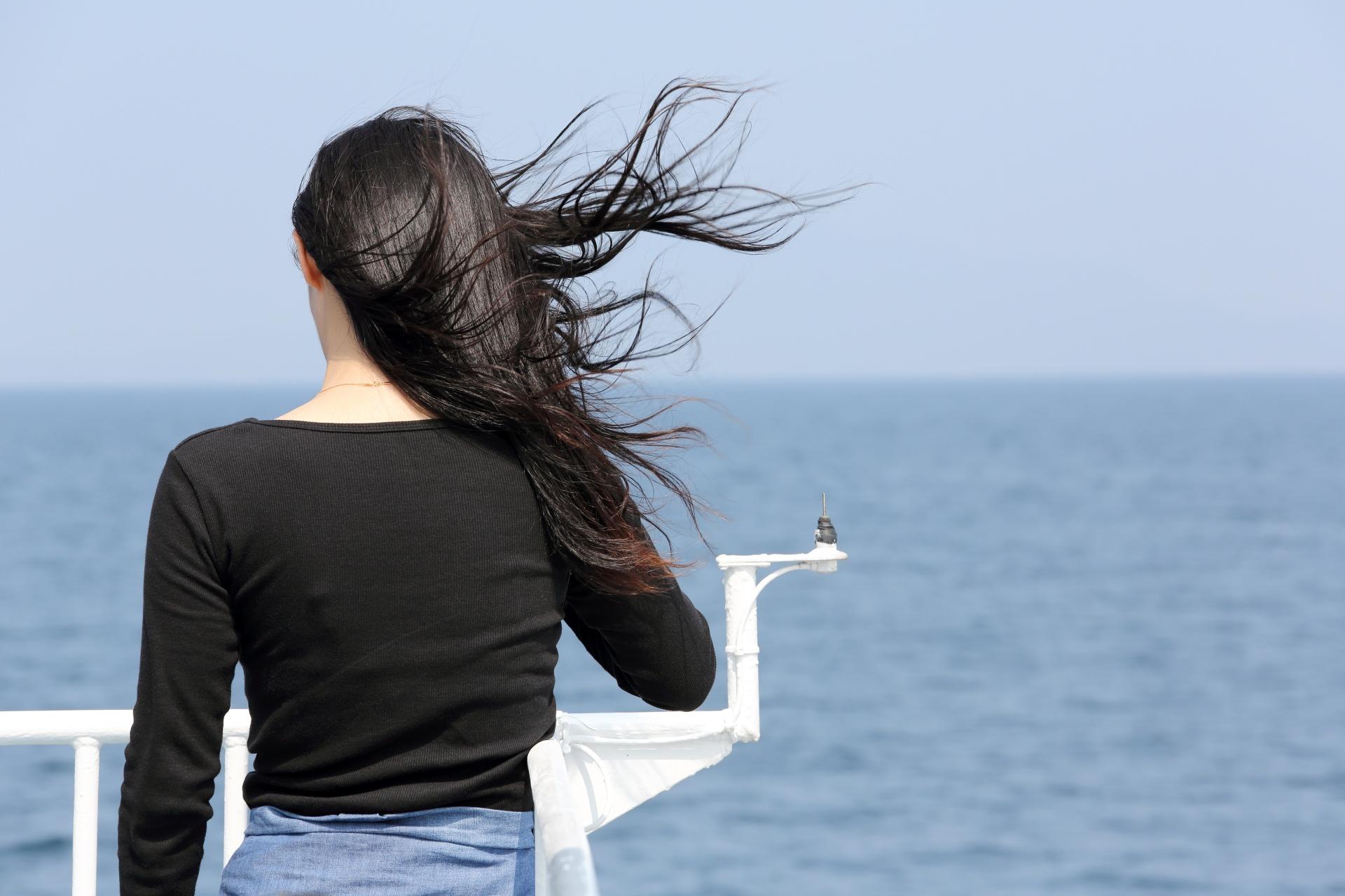 強風で髪の毛が絡まる時の対処法