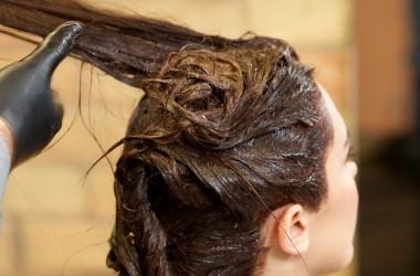 白髪染めをすると白髪が増えるのはなぜ?