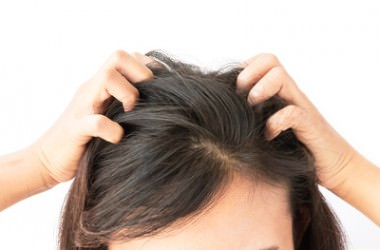 朝の頭皮マッサージで化粧のノリが変わる?