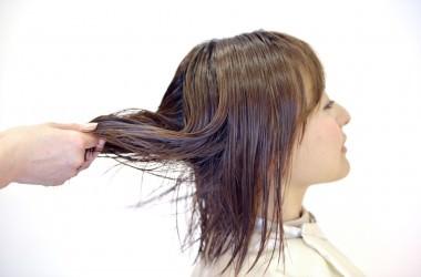 傷んでいる髪にはプレトリートメントが効果的! ヘアケア講座