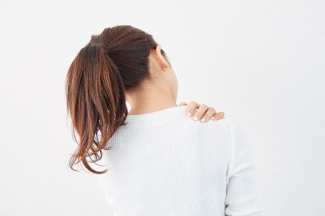 まとめ髪が原因で頭痛・肩こりを引き起こすの?