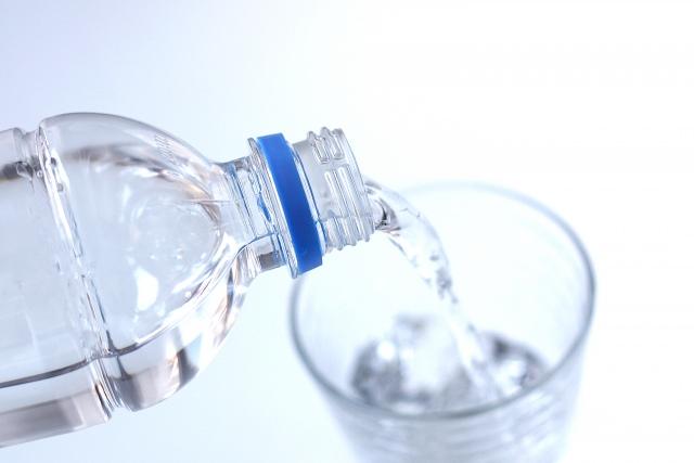 抜け毛防止にはシリカ水が効く?